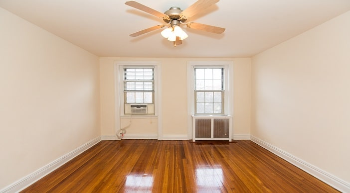 2701 Connecticut Ave: DC Apartments:Living room