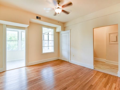 Twin-Oaks-Apartments-Columbia-Heights-NW-DC-Apartments-Livingroom (3)