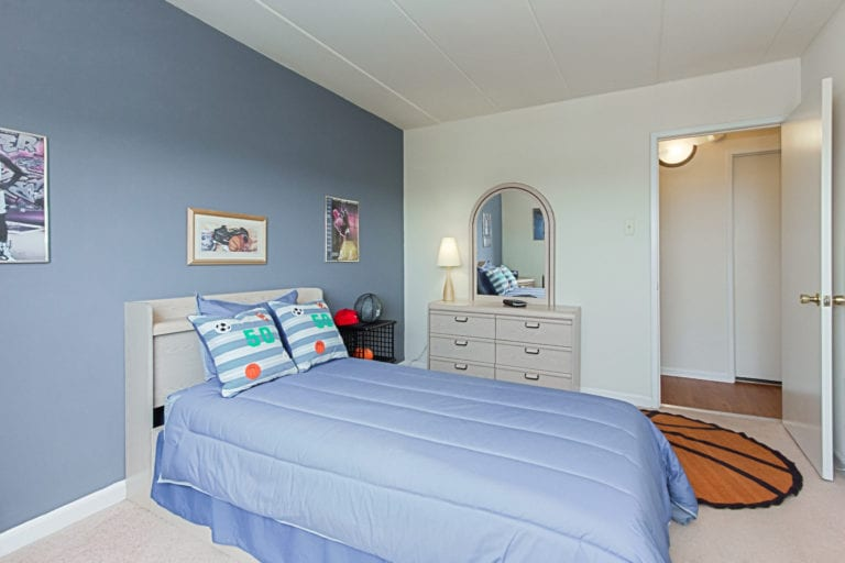 WashingtonView-SoutheastDCRentals-SmallerBedroom